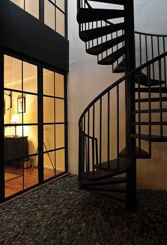 Foto inspirasi ide desain tangga Stairs oleh Platform Architects di Arsitag