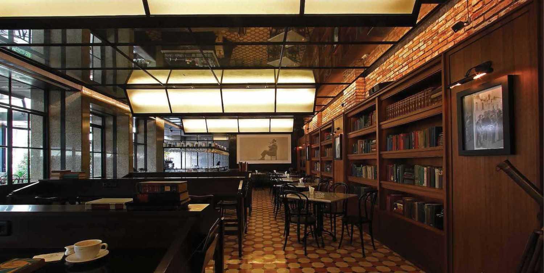 Foto inspirasi ide desain perpustakaan Indoor area oleh Platform Architects di Arsitag