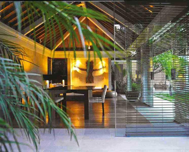 Foto inspirasi ide desain ruang makan tropis 2-batu-jimbar-residence-3 oleh IMAGO DESIGN STUDIO di Arsitag