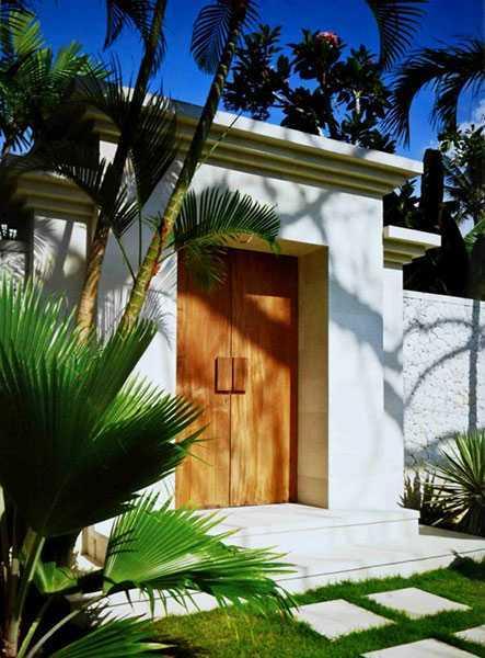 Foto inspirasi ide desain pintu masuk tropis 2-batu-jimbar-residence-4 oleh IMAGO DESIGN STUDIO di Arsitag