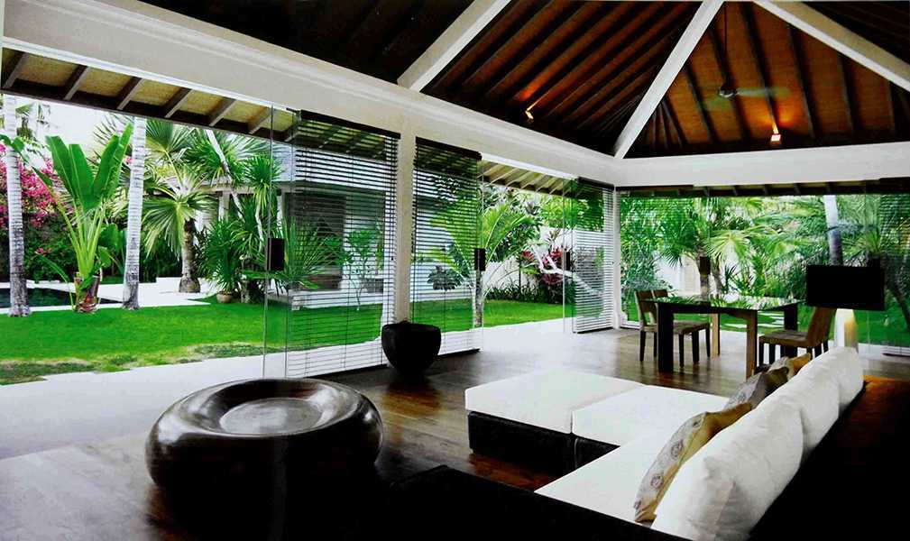 Foto inspirasi ide desain ruang keluarga tropis 2-batu-jimbar-residence-2 oleh IMAGO DESIGN STUDIO di Arsitag
