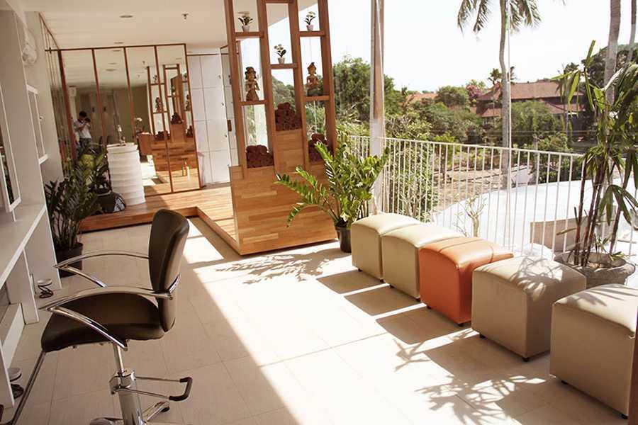 Foto inspirasi ide desain lobby kontemporer Sitting area oleh IMAGO DESIGN STUDIO di Arsitag