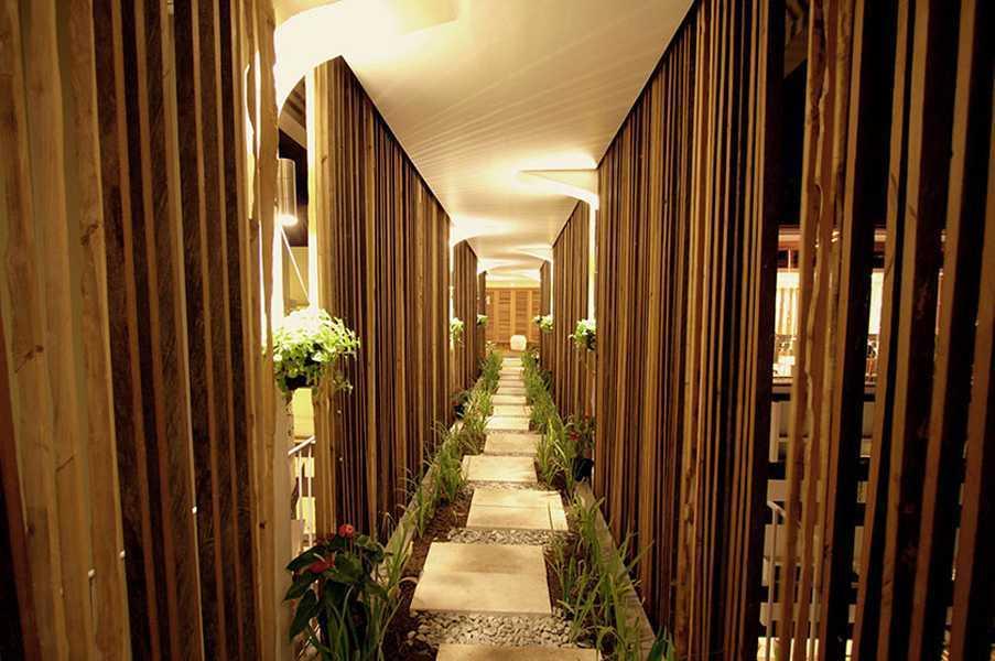 Foto inspirasi ide desain koridor dan lorong kontemporer Corridor oleh IMAGO DESIGN STUDIO di Arsitag