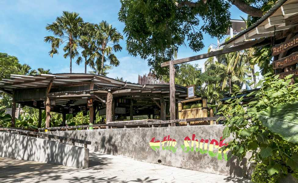 Foto inspirasi ide desain exterior tropis 2-the-shack-1 oleh IMAGO DESIGN STUDIO di Arsitag