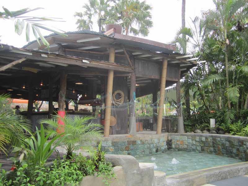 Foto inspirasi ide desain restoran tropis 2-the-shack-5 oleh IMAGO DESIGN STUDIO di Arsitag