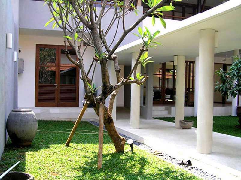 Foto inspirasi ide desain taman tradisional Urban-kampoeng-house-1 oleh IMAGO DESIGN STUDIO di Arsitag