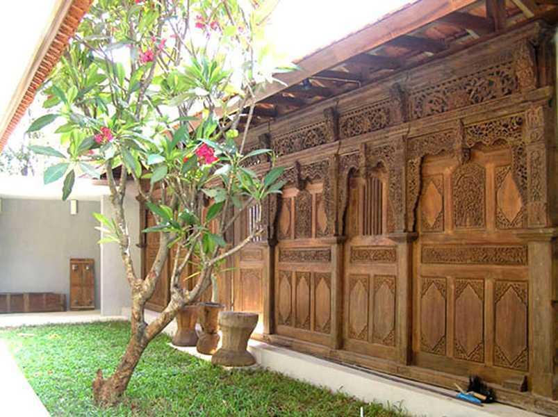 Foto inspirasi ide desain exterior tradisional Urban-kampoeng-house-2 oleh IMAGO DESIGN STUDIO di Arsitag