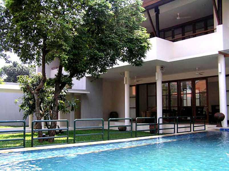 Foto inspirasi ide desain kolam kontemporer Swimming pool oleh IMAGO DESIGN STUDIO di Arsitag