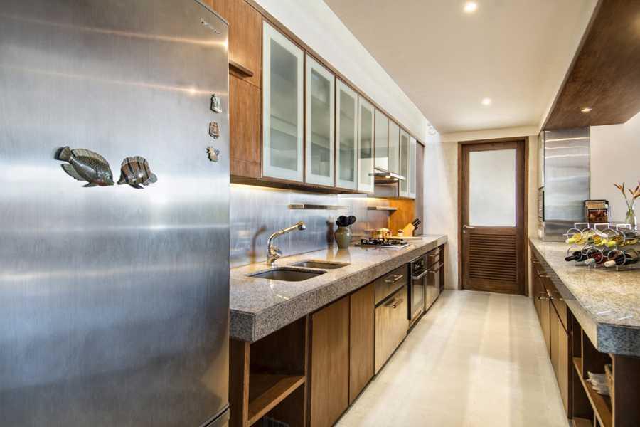 Foto inspirasi ide desain dapur tropis Kitchen room oleh IMAGO DESIGN STUDIO di Arsitag