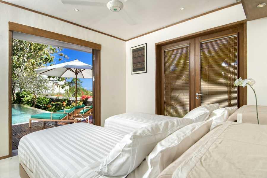 Foto inspirasi ide desain kamar tidur tropis Bedroom view oleh IMAGO DESIGN STUDIO di Arsitag