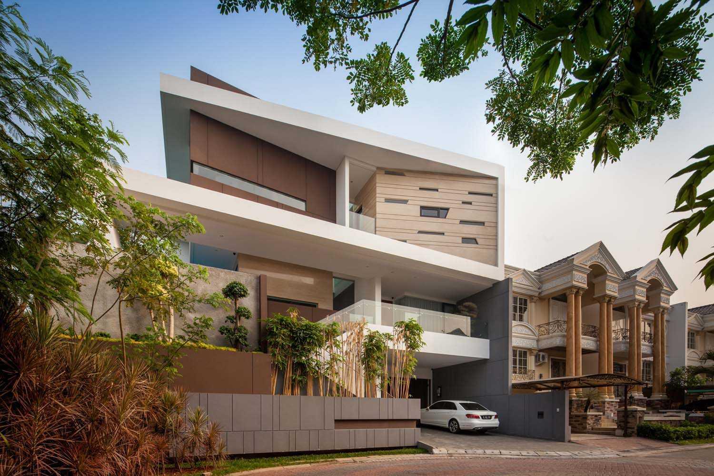 Foto inspirasi ide desain rumah modern Facade oleh DP+HS Architects di Arsitag