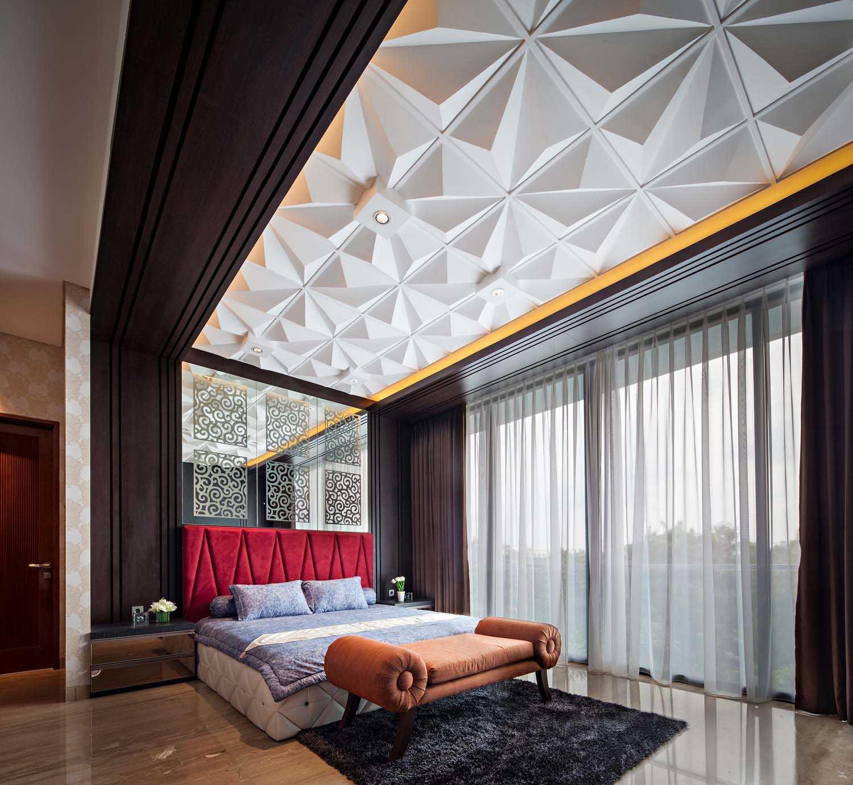 Foto inspirasi ide desain kamar tidur Master bedroom oleh DP+HS Architects di Arsitag