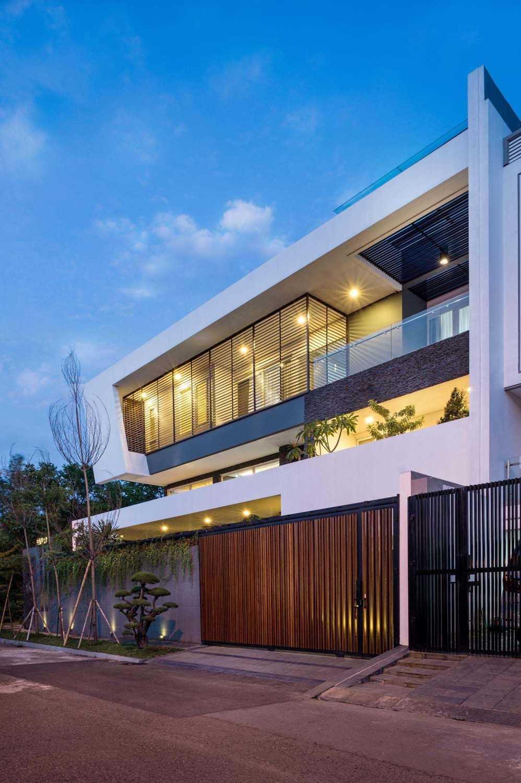 Dp+Hs Architects B+M House Jakarta Jakarta Facade Kontemporer 12009