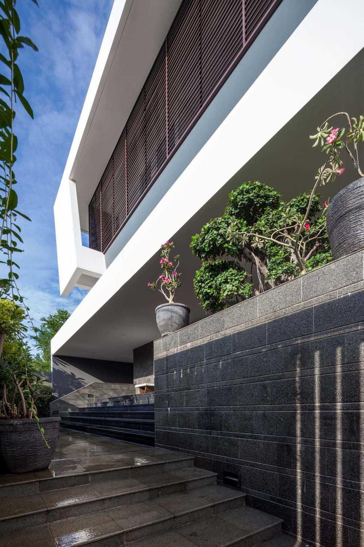 Foto inspirasi ide desain tangga kontemporer Stairs oleh DP+HS Architects di Arsitag