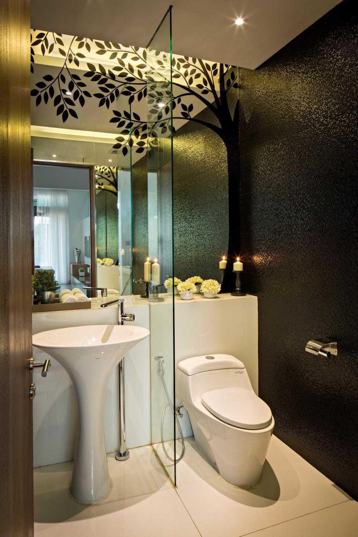 Foto inspirasi ide desain kamar mandi minimalis Bathroom oleh DP+HS Architects di Arsitag