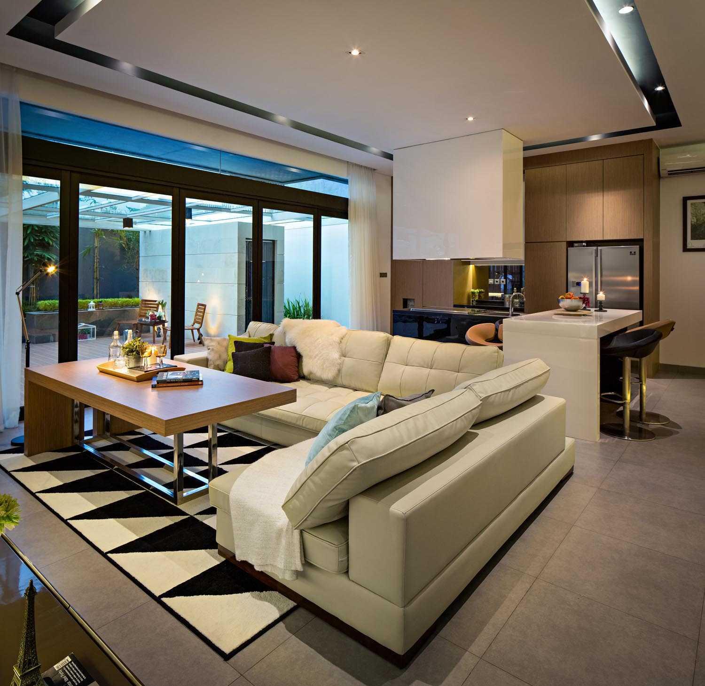 Dp+Hs Architects S+I House Jakarta, Indonesia Jakarta, Indonesia Family Room Kontemporer,industrial,modern 12032