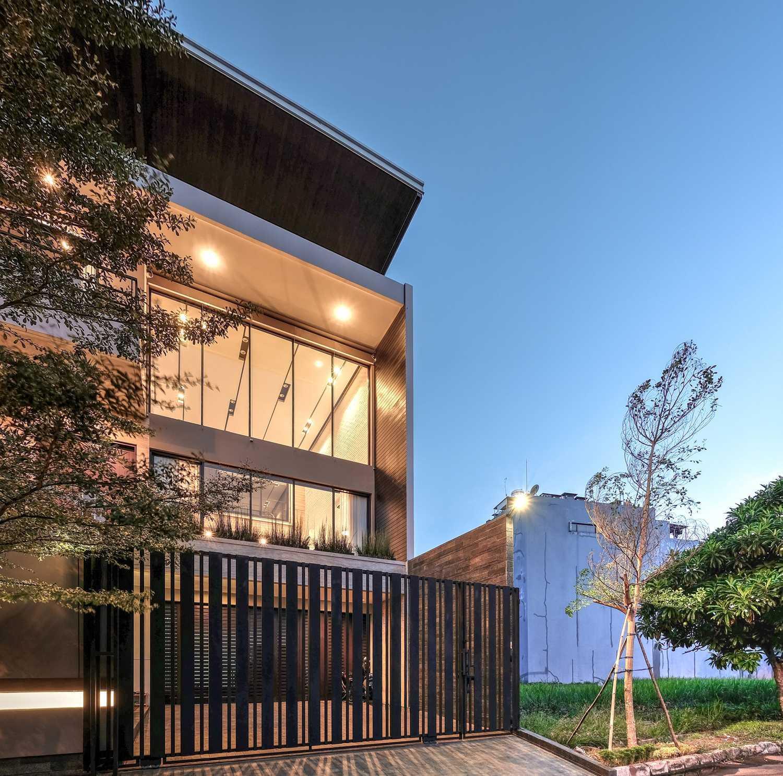 Dp+Hs Architects R+E House Daerah Khusus Ibukota Jakarta, Indonesia Daerah Khusus Ibukota Jakarta, Indonesia Dphs-Architects-Re-House Modern 51420