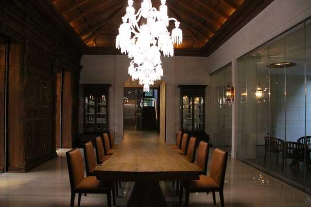 Foto inspirasi ide desain ruang makan modern Dining room oleh Rudy Dodo di Arsitag