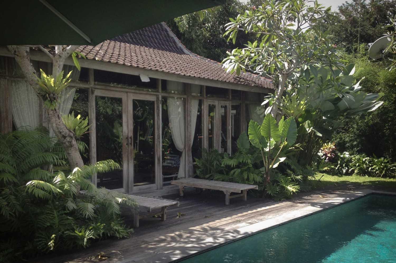 Foto inspirasi ide desain rumah tradisional Suweta-1 oleh A & Partners di Arsitag