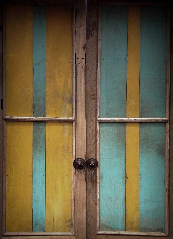 Foto inspirasi ide desain pintu masuk tradisional Suweta-6a oleh A & Partners di Arsitag