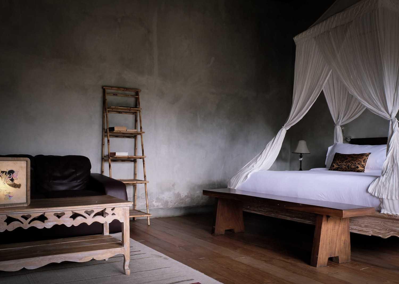 Foto inspirasi ide desain kamar tidur tradisional Suweta-2 oleh A & Partners di Arsitag
