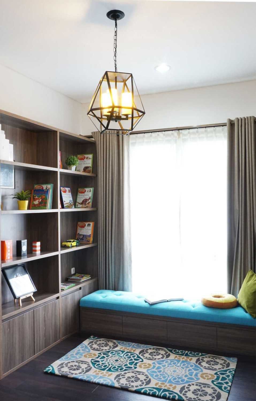 Foto inspirasi ide desain perpustakaan modern Libraryvindodesign oleh Vindo Design di Arsitag