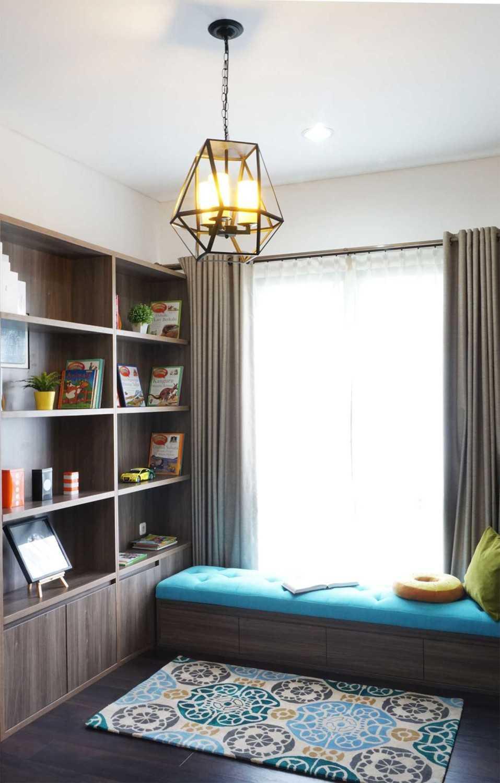 Foto inspirasi ide desain perpustakaan minimalis Libraryvindodesign oleh Vindo Design di Arsitag