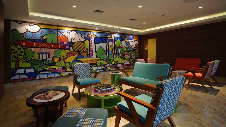 Pt. Atelier Una Indonesia Maxone Hotel Pemuda Jakarta, Indonesia Jakarta, Indonesia Lobby  9493