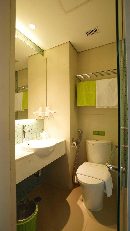 Pt.  Atelier Una Indonesia Maxone Hotel Pemuda Jakarta, Indonesia Jakarta, Indonesia Bathroom  9498