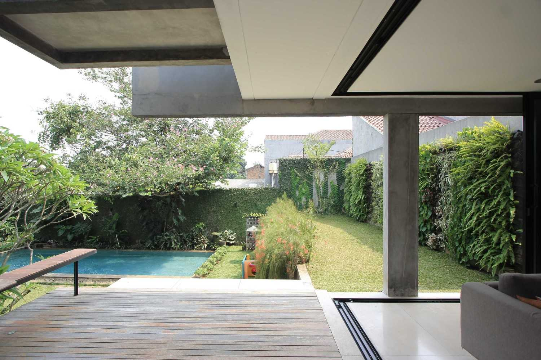 Sub Swadaya House Jakarta, Indonesia Jakarta, Indonesia Backyard And Swimming Pool  9342
