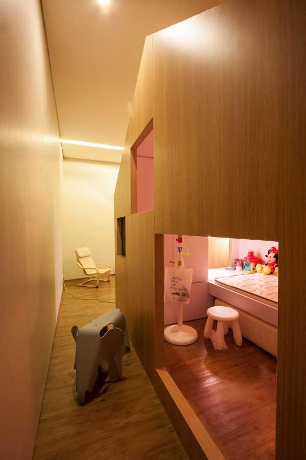 Foto inspirasi ide desain kamar tidur anak kontemporer Kids bedroom oleh SUB di Arsitag