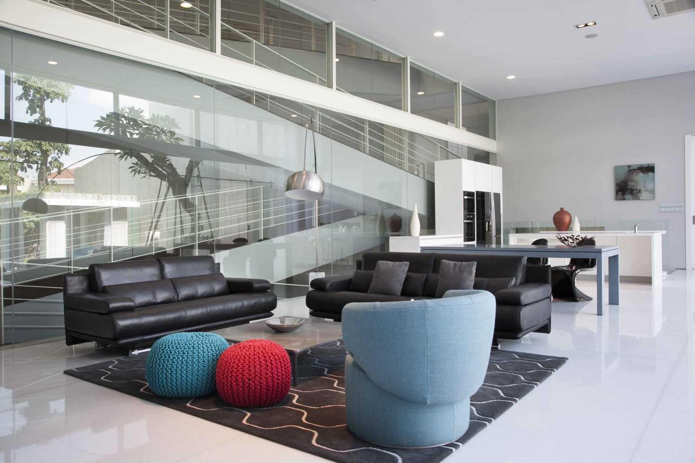 Foto inspirasi ide desain ruang keluarga Living room oleh Das Quadrat di Arsitag