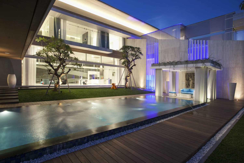 Das Quadrat Selat House Surabaya, Indonesia Surabaya, Indonesia Swimming Pool Area  9376