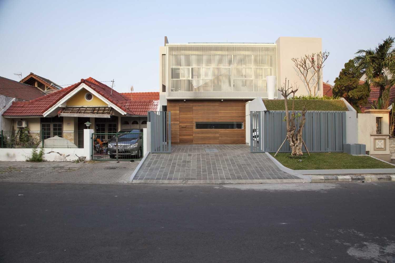 Foto inspirasi ide desain rumah Front view day oleh Das Quadrat di Arsitag