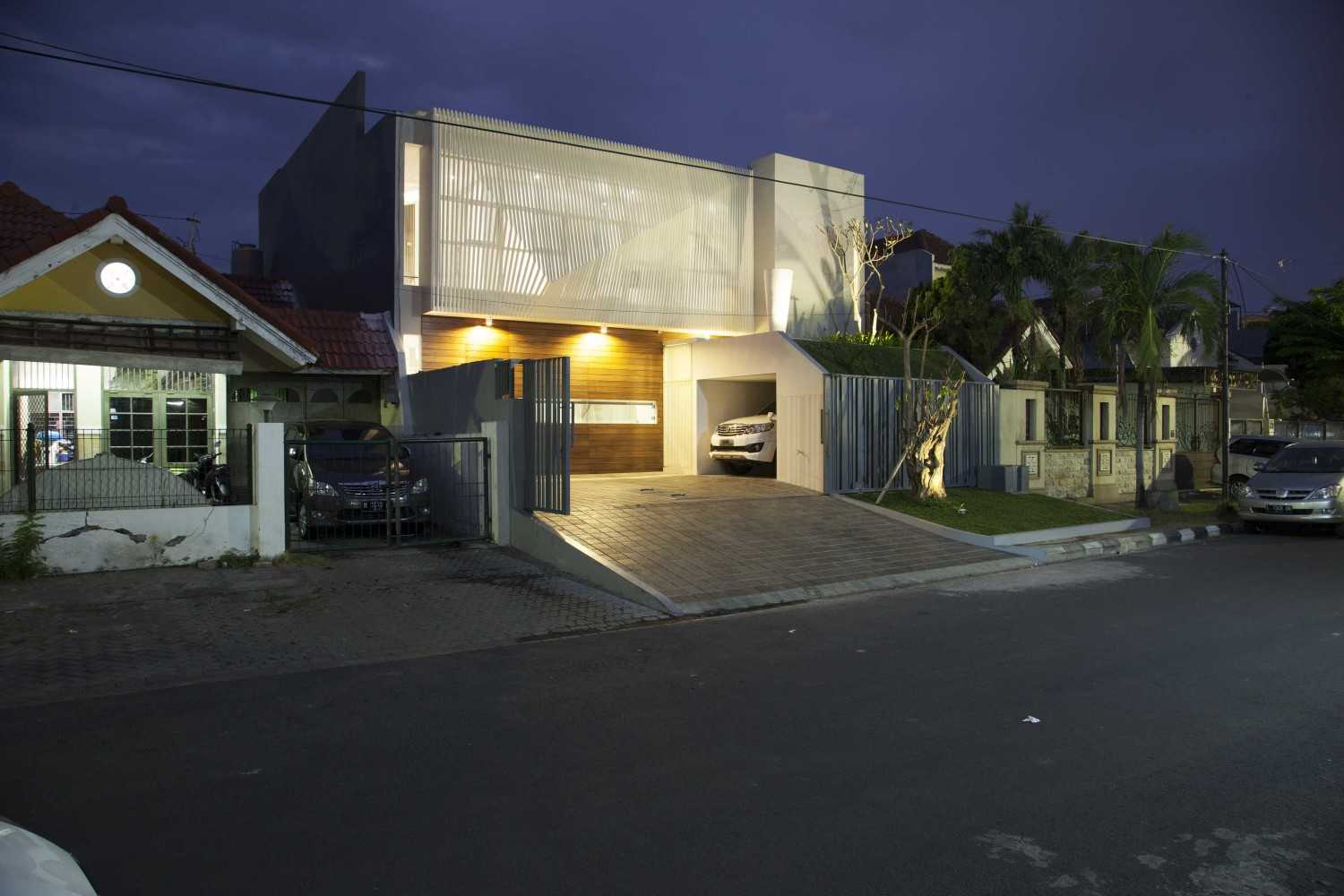 Das Quadrat Sutorejo House Surabaya, East Java, Indonesia Surabaya, East Java, Indonesia Street View At Night Modern 9379