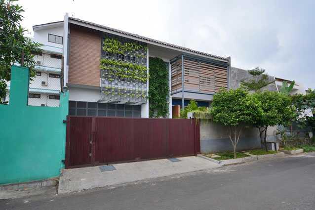 Jerry M. Febrino Dre House Ciledug, Kota Tangerang, Banten, Indonesia Jakarta, Indonesia Facade Tropis 9543