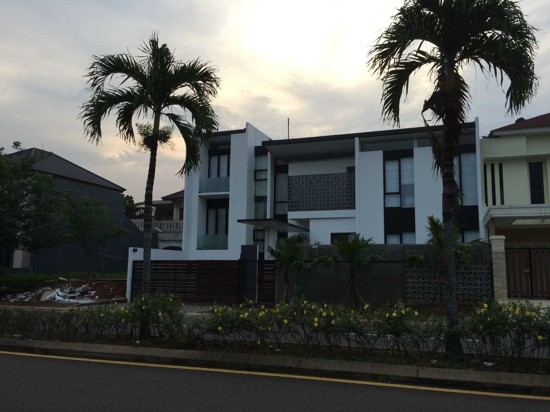 Jerry M. Febrino Rs House Jl. Pesona Paris, Ciangsana, Gn. Putri, Bogor, Jawa Barat 16968, Indonesia Kota Wisata Facade Modern 14910