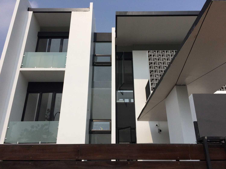 Jerry M. Febrino Rs House Jl. Pesona Paris, Ciangsana, Gn. Putri, Bogor, Jawa Barat 16968, Indonesia Kota Wisata Img9531 Modern 14916