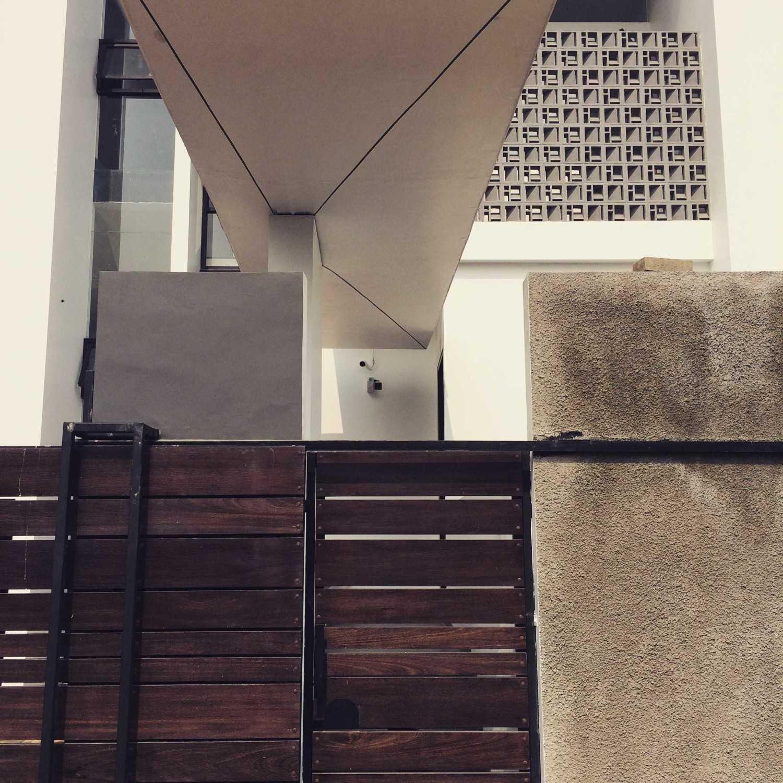 Jerry M. Febrino Rs House Jl. Pesona Paris, Ciangsana, Gn. Putri, Bogor, Jawa Barat 16968, Indonesia Kota Wisata Entrance Gate Modern 14917