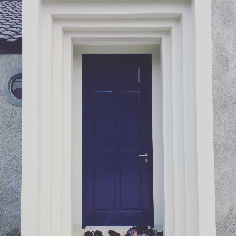 Foto inspirasi ide desain pintu masuk skandinavia Rumah depok - main gate oleh Jerry M. Febrino di Arsitag