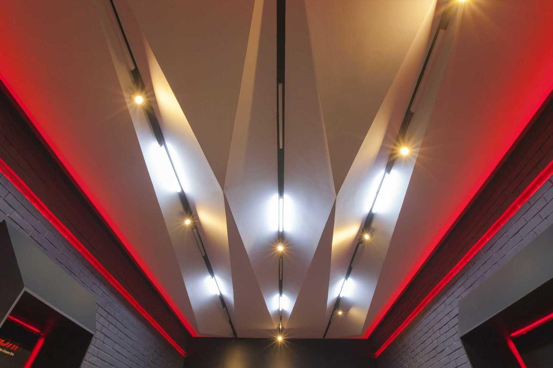 Foto inspirasi ide desain atap kontemporer Ceiling oleh yardd di Arsitag
