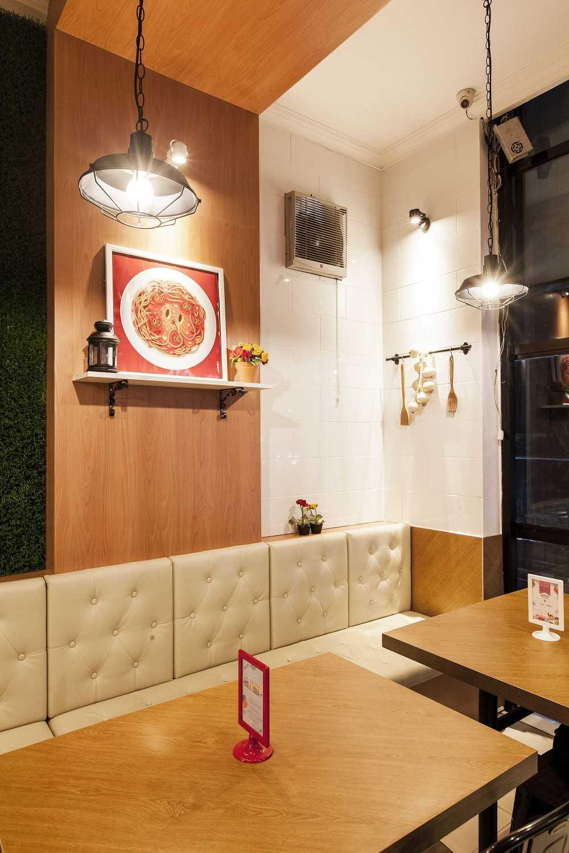 Yardd D'kitjen Cafe Tangerang, Indonesia Tangerang, Indonesia Sofa Seating Modern 9729