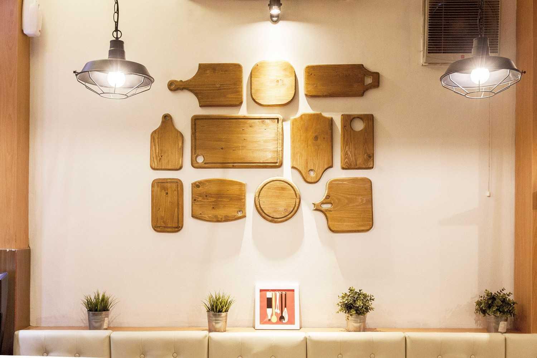 Yardd D'kitjen Cafe Tangerang, Indonesia Tangerang, Indonesia Wall Decoration Modern 9732