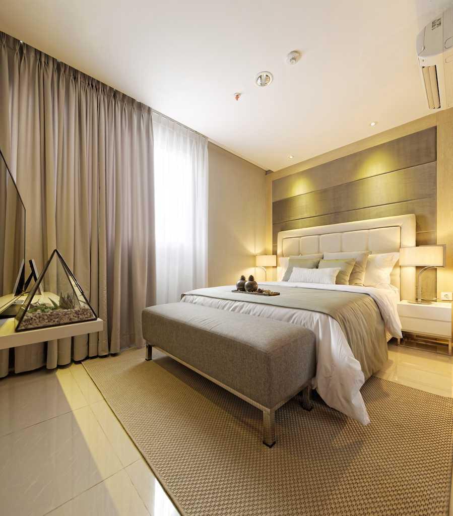 Foto inspirasi ide desain apartemen Bedroom oleh teddykoo  di Arsitag