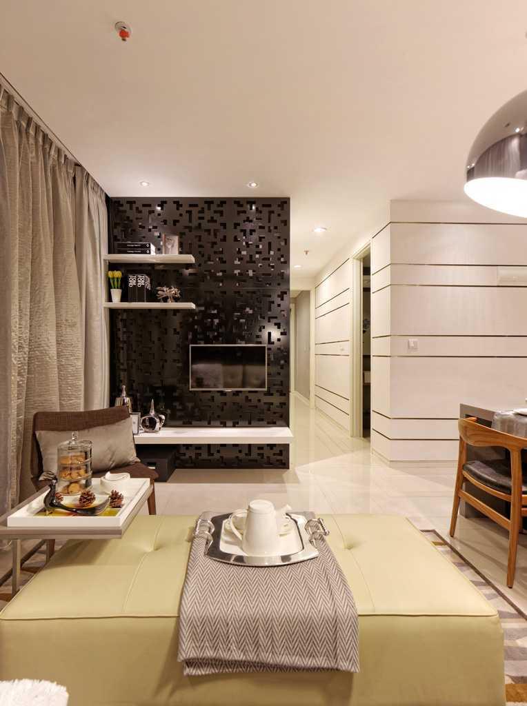 Foto inspirasi ide desain ruang keluarga modern Livingroom oleh teddykoo  di Arsitag