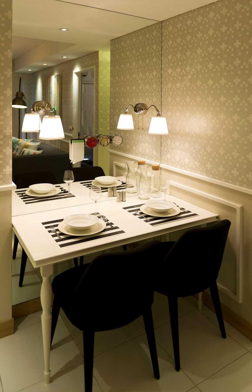 Foto inspirasi ide desain apartemen skandinavia Dining room oleh teddykoo  di Arsitag