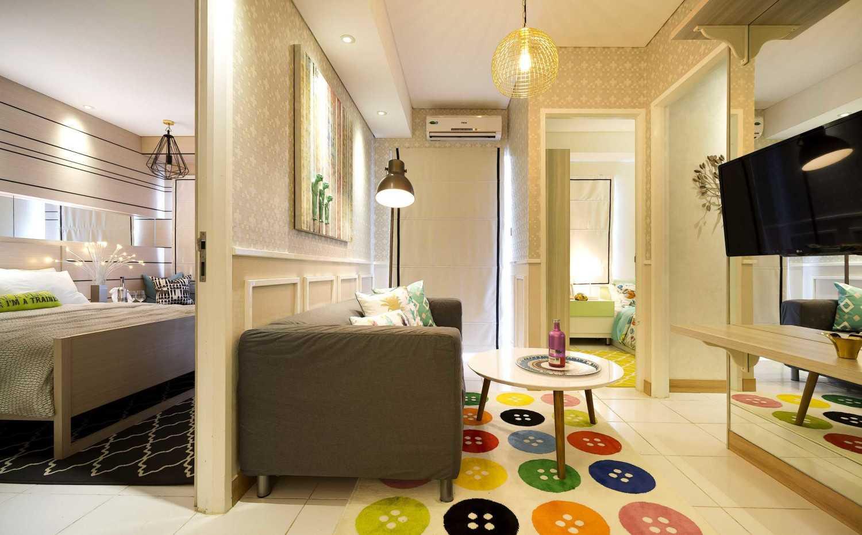 Foto inspirasi ide desain ruang keluarga skandinavia Livingroom oleh teddykoo  di Arsitag