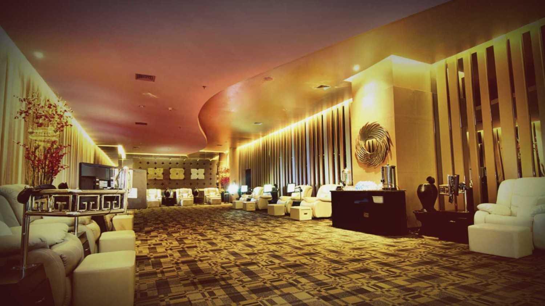 Foto inspirasi ide desain asian Lobby oleh teddykoo  di Arsitag