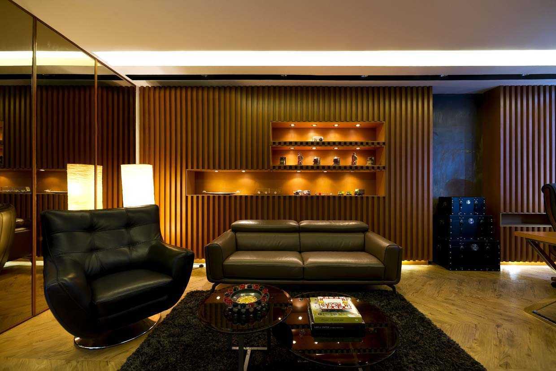 Foto inspirasi ide desain kantor modern Living room office oleh teddykoo  di Arsitag
