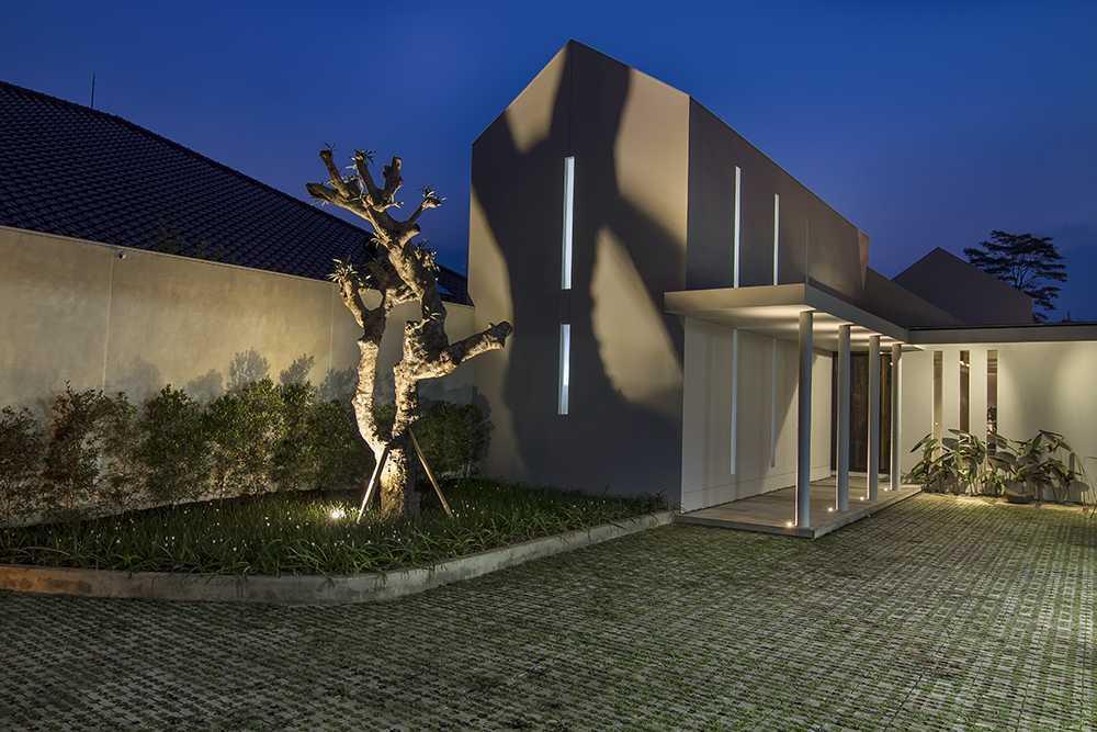 Erwin Kusuma Prv A131 Bandung Bandung Terrace Tropis 10003